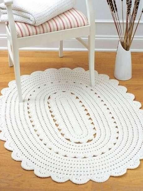 32. Tapete de crochê oval branco. Fonte: Pinterest