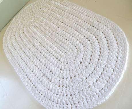 15. Tapete oval de crochê branco simples. Fonte: Pinterest
