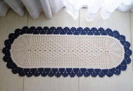 77. Tapete de crochê oval posicionado próximo à porta para a sacada. Fonte: Pinterest
