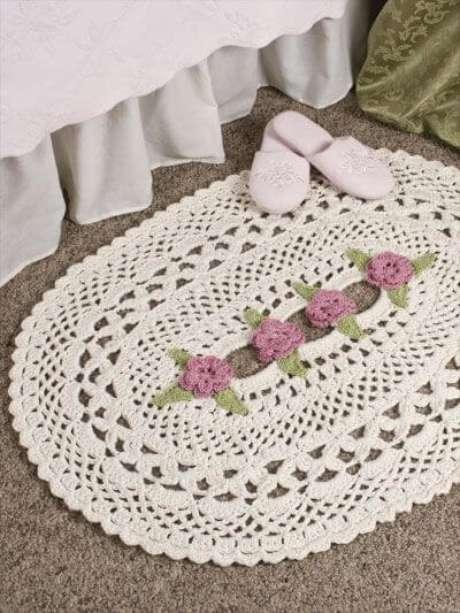 18. Tapete de crochê com estilo delicado na cama. Fonte: Pinterest