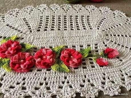 21. Tapete com flores em tons de rosa e vemelho. Fonte: Pinterest