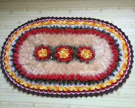57. Tapete de crochê oval com linha felpuda. Fonte: Cris Arte Mania