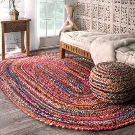 36. Tapete de crochê oval grande colorido. Fonte: Pinterest