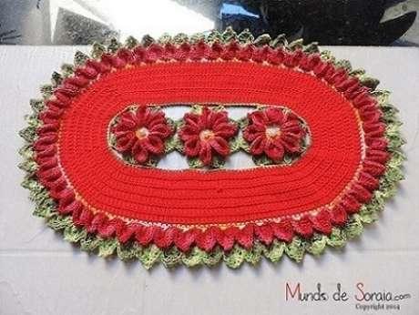 26. Tapete vermelho com flores no centro. Fonte: Pinterest