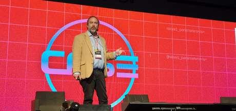 Jimmy Wales, fundador da enciclopédia digital
