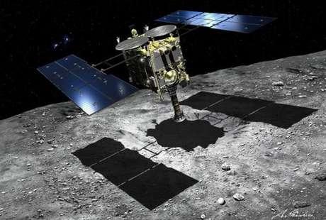 A sonda Hayabusa 2 está coletando amostras do asteroide Ryugu