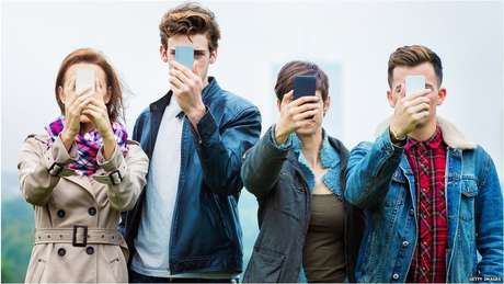 Dependência dos celulares pode ser descrita como vício, indica pesquisa britânica