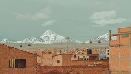 Povoado andino na Bolívia; pesquisadores alertam para impacto da fumaça no derretimento de gelo e, em consequência, no abastecimento de água para milhões de pessoas