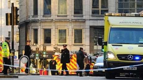 Área isolada pela polícia britânica em ataque a faca