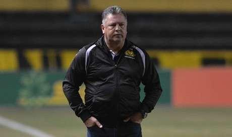 Roberto Cavalo é o treinador do Criciúma (Foto: Caio Marcelo/Divulgação)