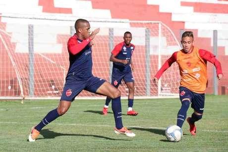 Mailson valorizou a temporada no Vila Nova (Foto:Reprodução)