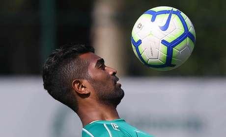 Thiago Santos renovou seu contrato até dezembro de 2022, mas deve ser negociado (Agência Palmeiras/Divulgação)