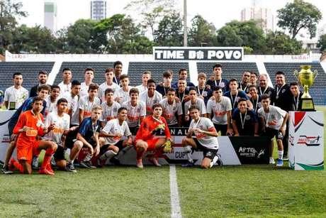 Garotos do Timão festejam conquista contra a equipe do Red Bull Brasil (Rodrigo Gazzanel/Agência Corinthians)