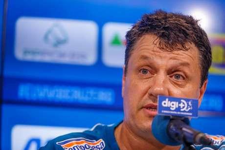 Adílson chega com a dura de missão de evitar a queda da Raposa para a segunda divisão- (Vinnicius Siilva/Cruzeiro)