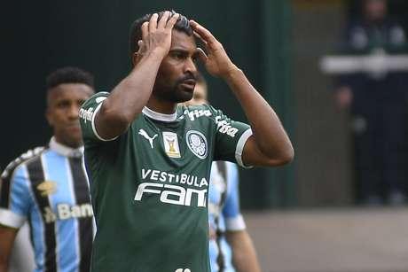 Thiago Santos está de saída do Palmeiras.