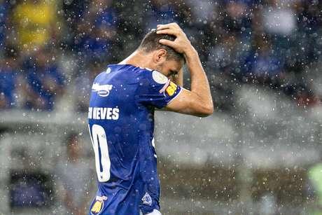 Thiago Neves perdeu pênalti em derrota do Cruzeiro.