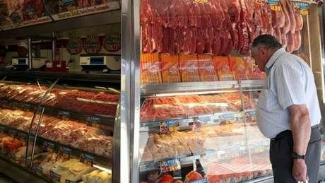 As carnes (incluindo bovina, peixes, aves e suínos) representam um gasto de cerca de 3% da renda familiar do brasileiro.