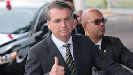 Bolsonaro acusou DiCaprio e a ONG WWF de financiarem queimadas criminosas no Brasil, sem mostrar provas. Eles negam.