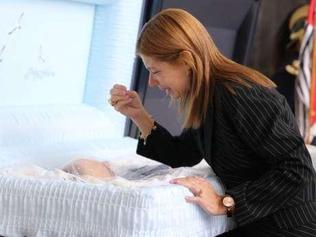 Rose Miriam Di Matteo, viúva de Gugu, comoveu em sua despedida do apresentador