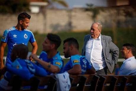 Pires de Sá foi pressionado por um grupo de torcedores da Raposa- (Vinnicius Silva/Cruzeiro)