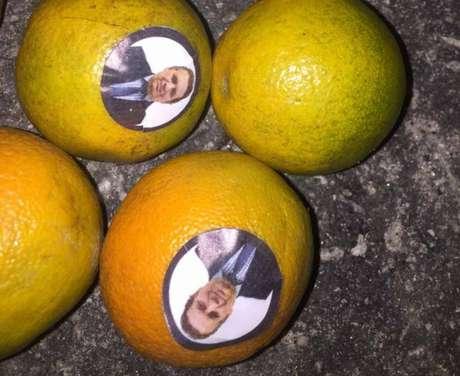 O vice-presidente Paulo Buosi foi chamado de laranja em protesto ocorrido em frente à sua empresa (Divulgação)