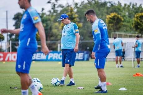 Adíson Batista fez mistério, fechando o treino na Toca da Raposa- (Vinnicius Silva/Cruzeiro)