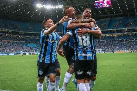 Com dois gols, Luciano foi o destaque da vitória gremista deste domingo (FOTO: LUCAS UEBEL/GREMIO FBPA)