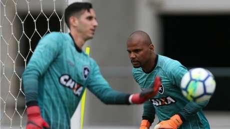 Jefferson e Gatito em treino do Botafogo (Foto: Vitor Silva/SSPress/Botafogo)