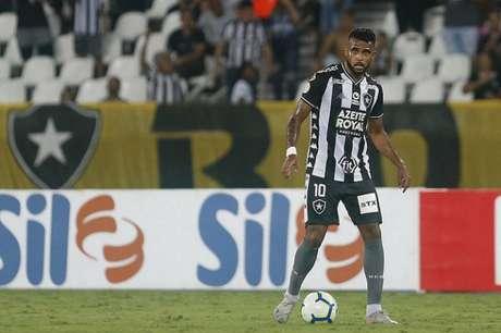 Alex Santana em ação contra o Internacional (Foto: Vítor Silva/Botafogo)