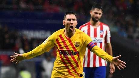 Messi deixa o dele e garante a liderança do Espanhol para o Barça (Foto: AFP)