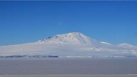 O voo TE901 colidiu com o Monte Erebus