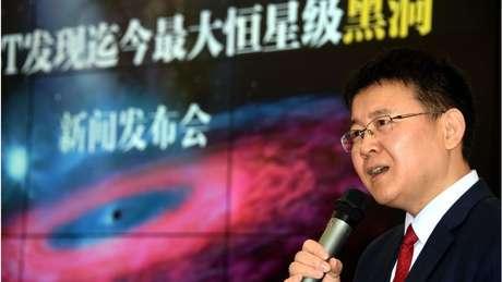 Liu Jifeng, do Observatório Astronômico Nacional da China, é o coordenador de um grupo de cientistas que publicou um estudo sobre as descobertas do maior buraco negro já visto.