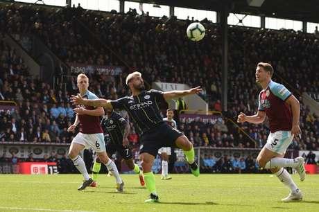 City e Burnley em campo na última temporada (Foto: AFP)
