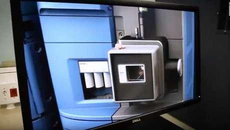 Um dos quatro aparelhos de espectrometria de massas em posse do COB. Legado não gera ciência (Foto: Reprodução)