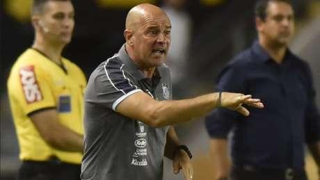 Jorge Desio comandou a equipe do Santos contra a Chape devido à suspensão de Sampaoli - Ivan Storti/Santos FC