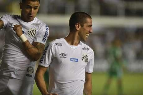 Evandro comemora seu primeiro gol com a camisa do Santos (Foto: Ivan Storti/Santos)