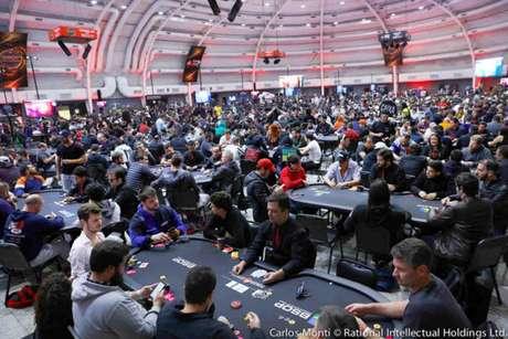 Salão do WTC Sheraton durante a dipsuta do Main Event do BSOP Millions, em São Paulo (Divulgação)