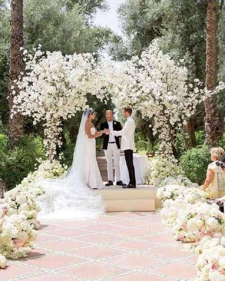 10. Invista em uma decoração de cerimônia de casamento que tenha a ver com a personalidade do casal – Foto: Casar é Um Barato
