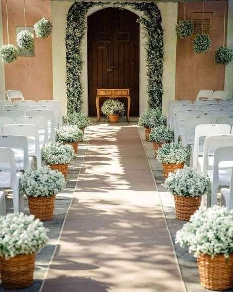 17. Um dos tipos de cerimônia de casamento super charmosos e aconchegantes é o feito em casa – Foto: Verde Menta