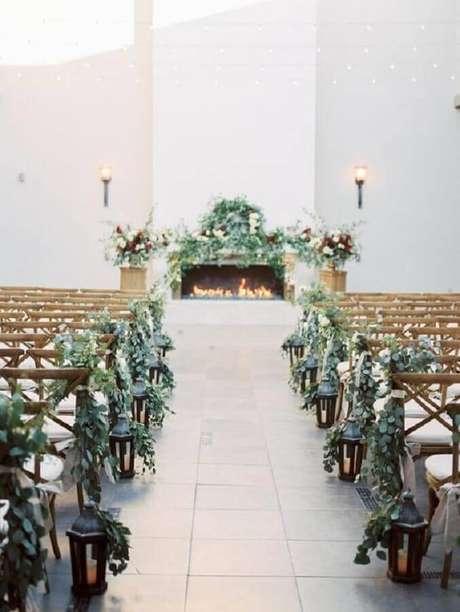 33. Folhagens são lindas para colocar um toque especial na decoração minimalista da cerimônia de casamento simples – Foto: Glamour & Woods