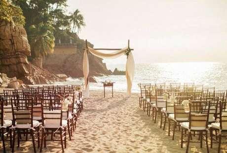 35. A cerimônia de casamento na praia tem um cenário lindo – Foto: Pinterest