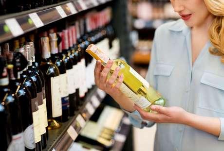 Confira as dicas para escolher bons vinhos que caibam no orçamento