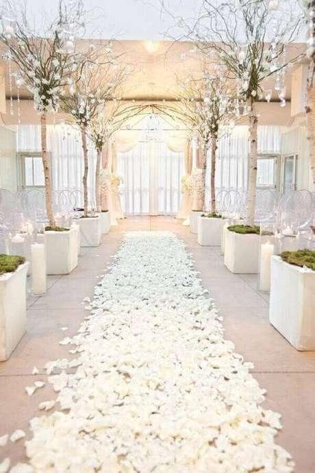 40. Decoração clean para cerimônia de casamento todo branco – Foto: Etsy
