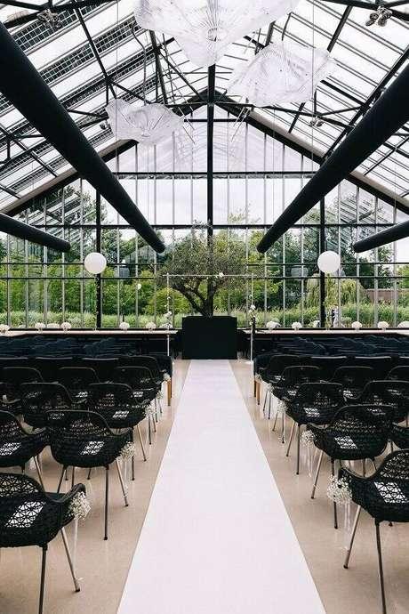 41. Decoração moderna e minimalista para cerimônia de casamento – Foto: Rock my Wedding