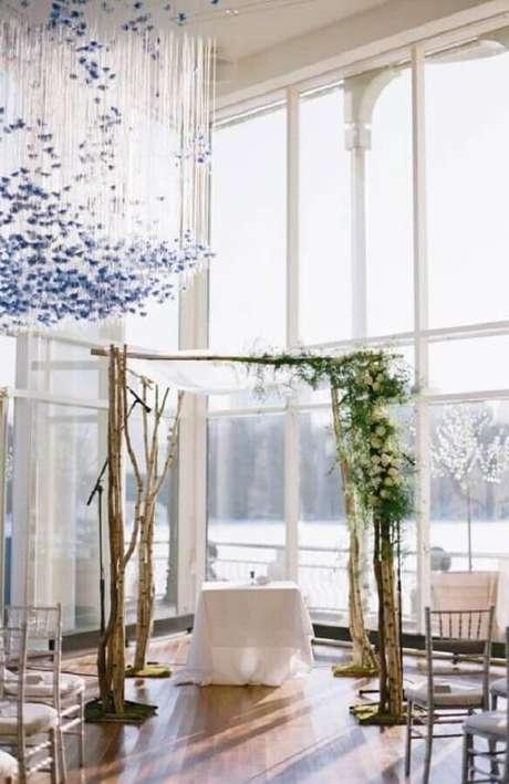 46. Decoração rústica para cerimônia de casamento simples – Foto: Pinterest