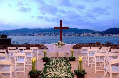 48. Decoração simples para cerimônia de casamento ao ar livre – Foto: Pinterest