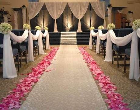 5. Procure bastantes referências antes de decidir como será a sua decoração de cerimônia de casamento – Foto: Pinosy