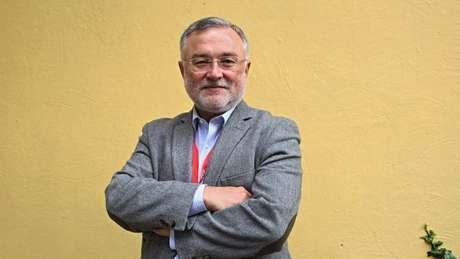 O jornalista chileno John Müller mora há anos na Espanha