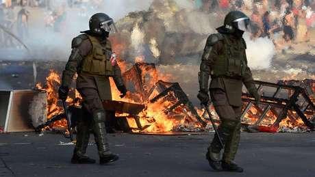 Saques e incêndios tomaram várias cidades do Chile