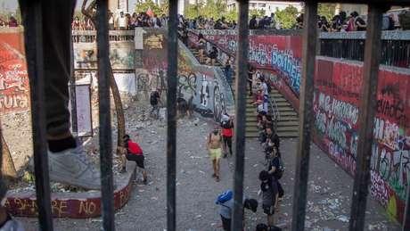 Em 18 de outubro, várias estações de metrô foram incendiadas; na foto, a estação Baquedano